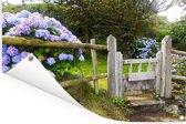 Cottage tuin met hortensia's Tuinposter 90x60 cm - Tuindoek / Buitencanvas / Schilderijen voor buiten (tuin decoratie)