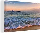Zicht over de zee van het Braziliaanse strand van Ipanema Canvas 60x40 cm - Foto print op Canvas schilderij (Wanddecoratie woonkamer / slaapkamer)