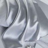 Zijden kussensloop, 100% moerbei zijde, kwaliteit 19 Momme. Kleur zilver/grijs, maat 60x70 cm.