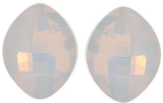 Oorstekers met steen in ovale vorm. Lengte 1,5cm, breedte 1,1cm, dikte 6mm.