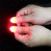 Goocheltruc met magische verlichte duim