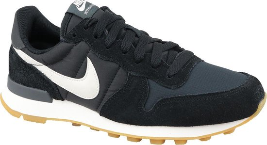 nike internationalist zwart suede