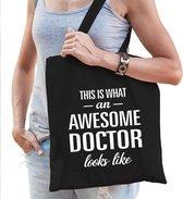 Awesome doctor / dokter cadeau katoenen tas zwart voor dames - zorgpersoneel kado /  tasje / shopper