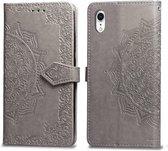 Voor iPhone XR Halverwege Mandala reliëfpatroon Horizontale flip lederen tas met houder & kaartsleuven & portemonnee en draagkoord (grijs)