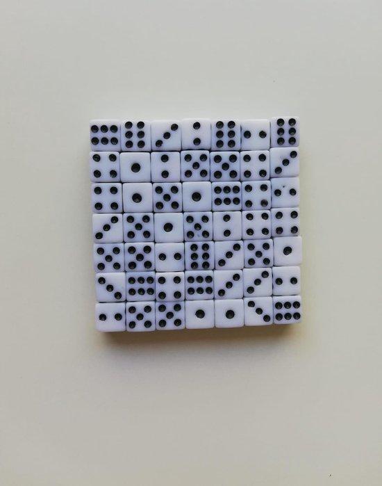 Thumbnail van een extra afbeelding van het spel 10 Stuks witte dobbelstenen set - Kleine dobbelstenen - Mini dobbelstenen wit - Dobbelsteentjes | Yahtzee Bordspel | Gezelschapsspel | Spelletje | Spelletjes