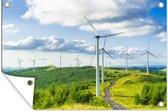 Een veld van windmolens in de groene natuur Tuinposter 180x120 cm - Tuindoek / Buitencanvas / Schilderijen voor buiten (tuin decoratie) XXL / Groot formaat!