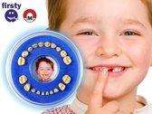 Stoer blauw Tandendoosje - Jongens / Meisjes - Firsty Round - Inclusief Koelkastmagneet, Logboekje Nederlands en Hoera-Sticker