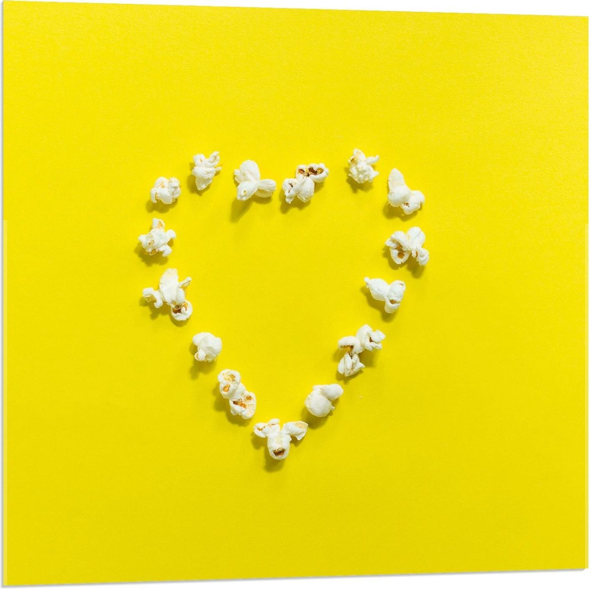 Plexiglas - Popcorn op Gele Achtergrond - 80x80cm Foto op Plexiglas (Met Ophangsysteem)