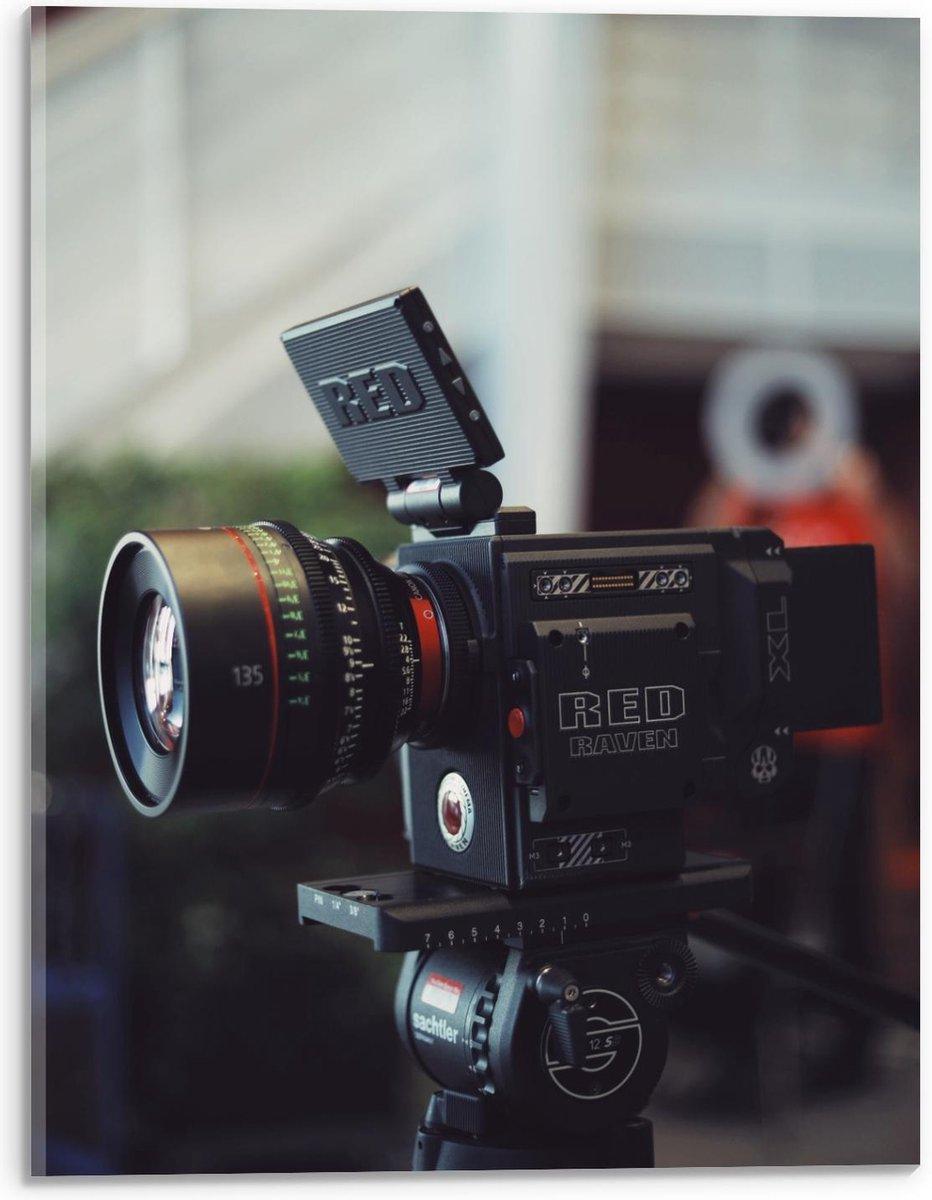 Plexiglas - Red Raven Camera op Statief  - 30x40cm Foto op Plexiglas (Met Ophangsysteem)