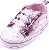 Roze sneakers met hartjes - Kunstleer - Maat 18 - Zachte zool - 0 tot 6 maanden