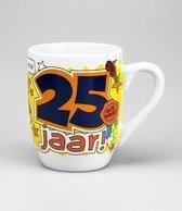 Verjaardag - Cartoon Mok - Hoera 25 jaar - Gevuld met een snoepmix - In cadeauverpakking met gekleurd lint