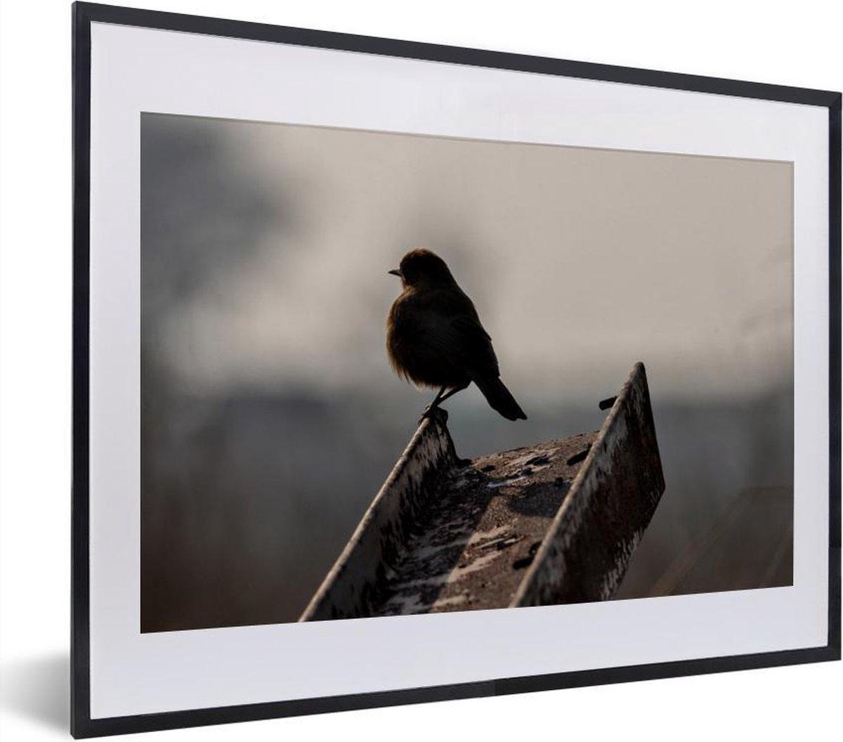 Foto in lijst - Leeuwerik staat op een ijzeren ligger fotolijst zwart met witte passe-partout klein 40x30 cm - Poster in lijst (Wanddecoratie woonkamer / slaapkamer)