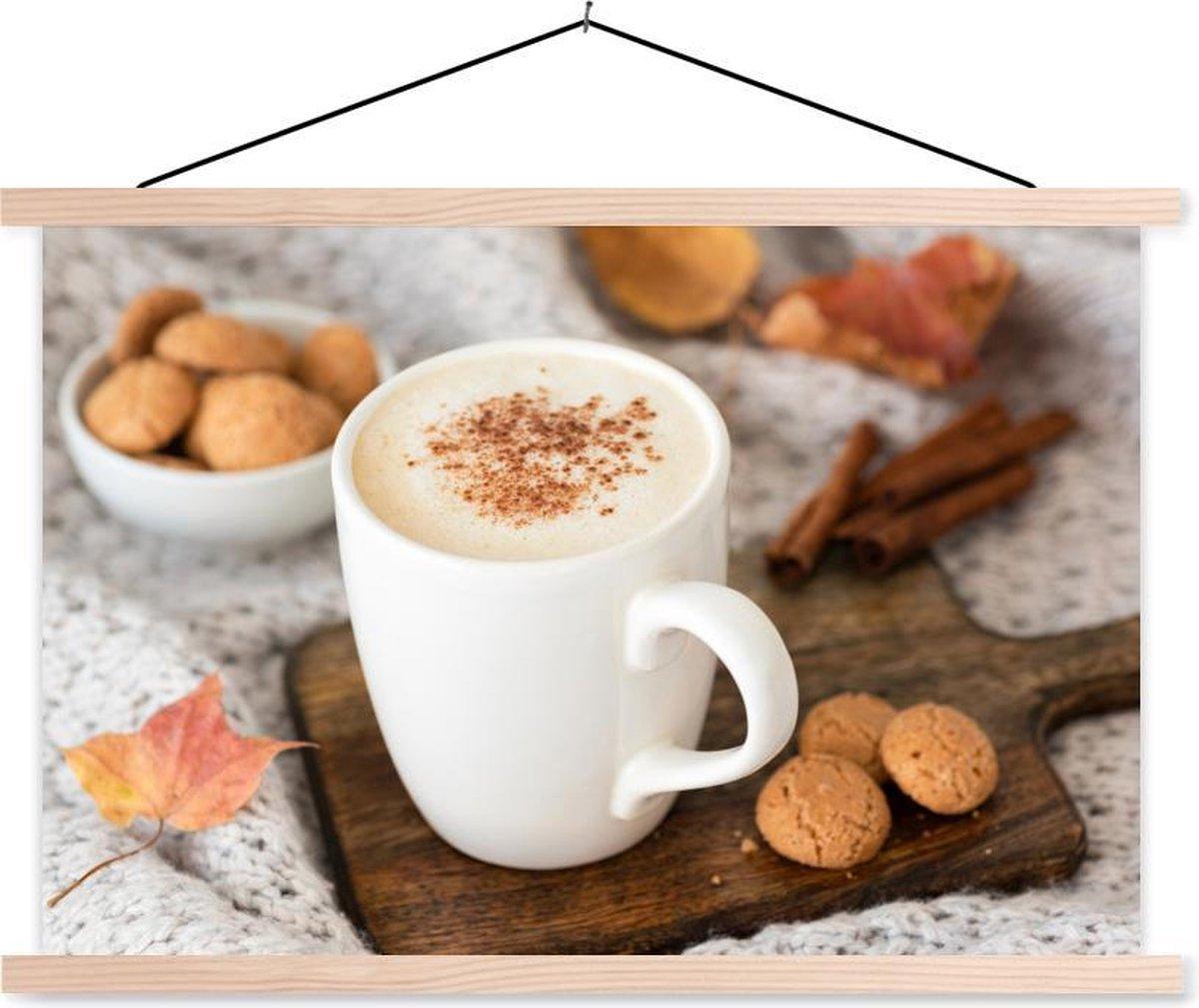 Pumpkin spice latte op een snijplank textielposter latten blank 150x100 cm - Foto print op schoolplaat (wanddecoratie woonkamer/slaapkamer)