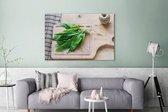 Bos van vers daslook op een houten snijplank Canvas 180x120 cm - Foto print op Canvas schilderij (Wanddecoratie woonkamer / slaapkamer) / Bloemen Canvas Schilderijen XXL / Groot formaat!