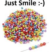 Fako Bijoux® - Smiley Kralen 100 Stuks - Emoji Kralen - 7mm - Regenboog Kleuren - Kunststof - Mix - 100 Stuks - Inclusief Elastisch Koord