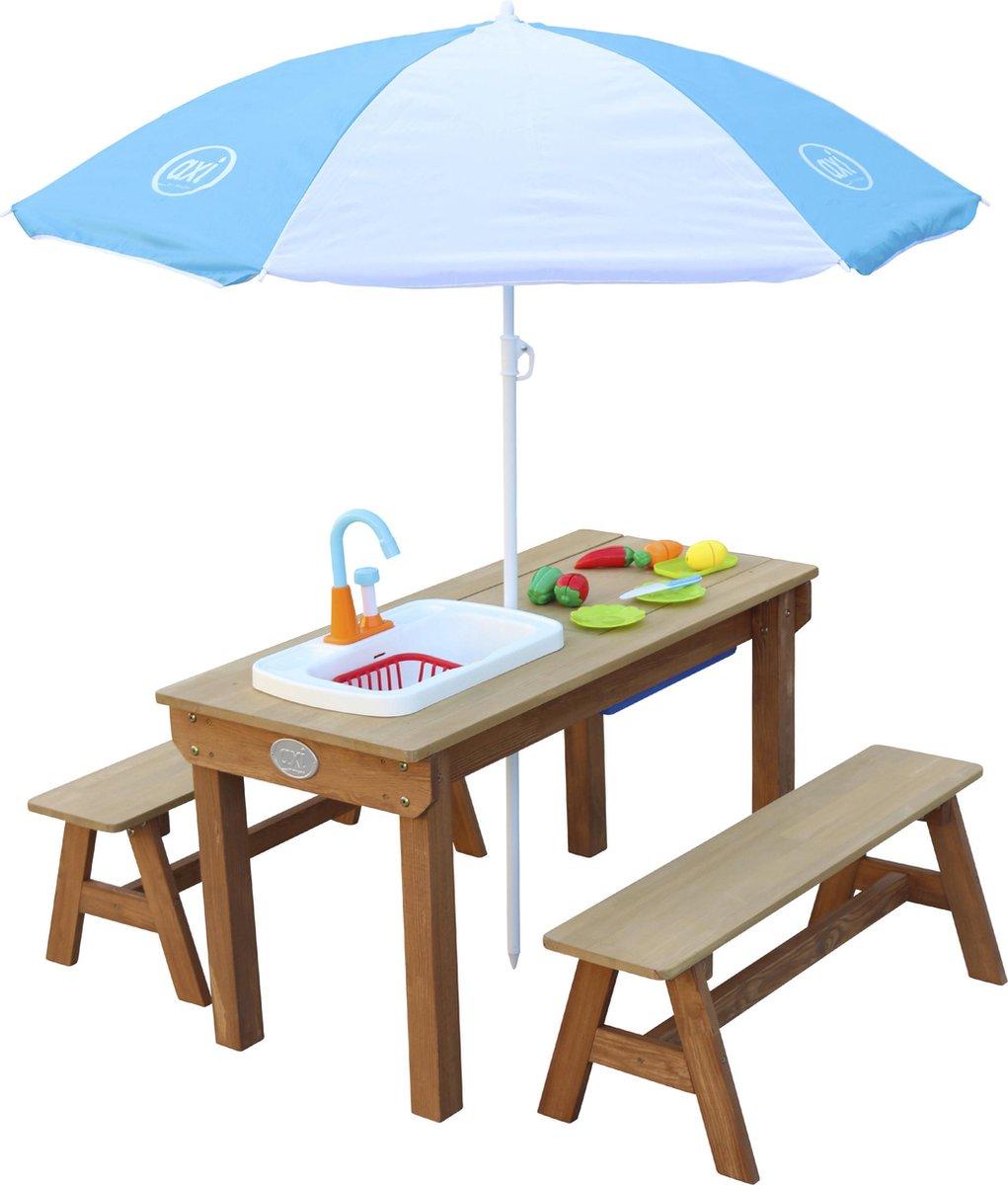 AXI Dennis Zand & Water Picknicktafel met Speelkeuken wastafel en losse bankjes Bruin - Parasol Blauw/wit - Incl. 17-delige accessoire-set