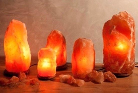 Himalaya Salt Dreams - Zoutlamp - Tafellamp - 4-6Kilo - 25cm Hoog - Houtenvoet