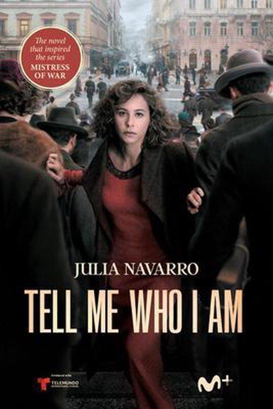 Boek cover Tell Me Who I Am van Julia Navarro (Paperback)