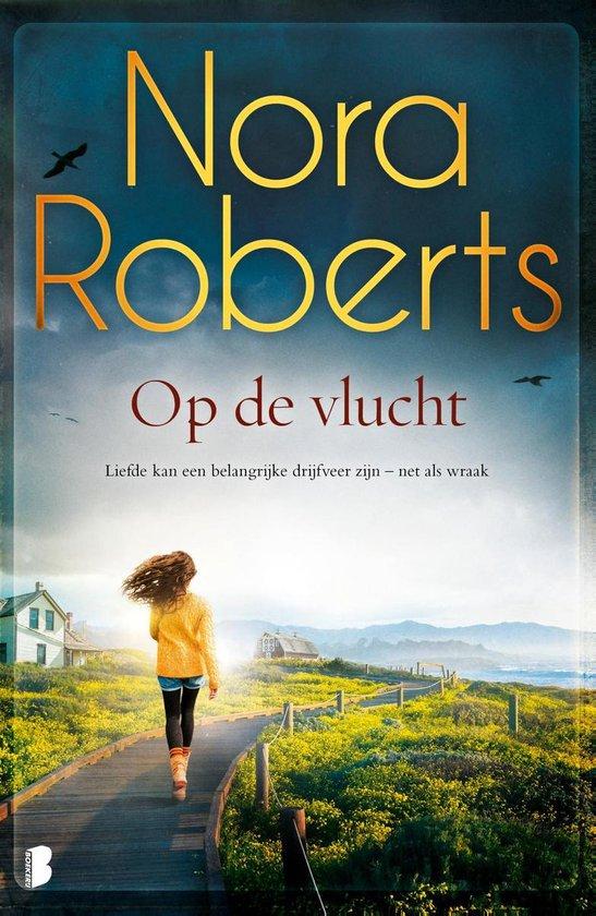 Boek cover Op de vlucht van Nora Roberts (Paperback)