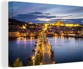 Karelsbrug over de rivier de Moldau tijdens de nachtelijke uren Canvas 180x120 cm - Foto print op Canvas schilderij (Wanddecoratie woonkamer / slaapkamer) XXL / Groot formaat!