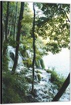 Dibond –Watervallen in het Bos– 60x90cm Foto op Aluminium (Wanddecoratie van metaal)