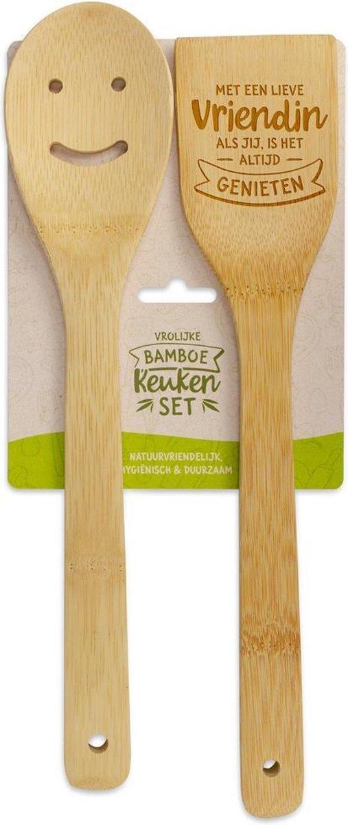 Bamboe keukenset met tekst met een lieve vriendin als jij is het altijd genieten