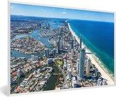 Foto in lijst - Luchtfoto van Gold Coast in Australië tijdens een heldere dag fotolijst wit 60x40 cm - Poster in lijst (Wanddecoratie woonkamer / slaapkamer)