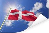 Vlag van Denemarken wappert in de wind Poster 120x80 cm - Foto print op Poster (wanddecoratie woonkamer / slaapkamer)