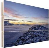 Zonsopgang op de top van de vulkaan in Tanzania Vurenhout met planken 120x80 cm - Foto print op Hout (Wanddecoratie)