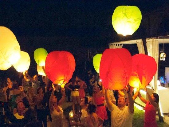 10 x Gekleurde Wensballonnen vliegende papieren lantaarns ufo ballon zweeflantaarn: VOLANTERNA®