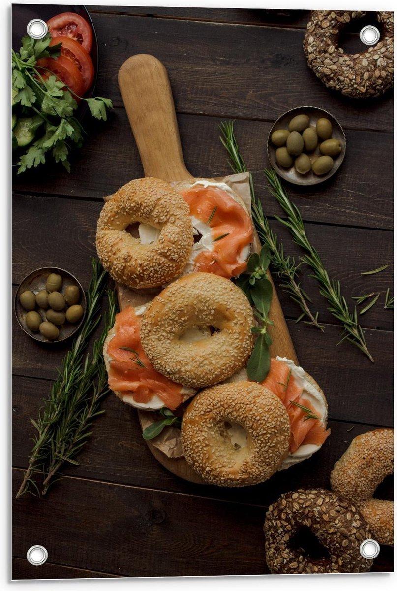 Tuinposter – Bagels and Beans Plankje - 40x60cm Foto op Tuinposter  (wanddecoratie voor buiten en binnen)