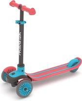 Scotti 3-wieler leun-om-te-sturen step met antislip deck en geïntegreerde rem, verstelbaar in hoogte voor alle leeftijden vanaf 3 jaar.