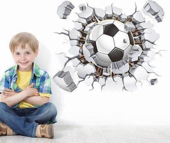 3D Voetbal muursticker - Voetbal door muur (3D-effect) - Raamsticker - Deursticker - Kinderkamer - Jongenskamer - Extra scherp geprijsd - Inclusief plakinstructie - Loyal products