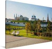 Blauwe lucht boven een park in het Oost-Europese Kazan Canvas 140x90 cm - Foto print op Canvas schilderij (Wanddecoratie woonkamer / slaapkamer)