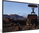 Foto in lijst - Apenbeeld in het Nationaal park Timanfaya in Spanje fotolijst zwart 60x40 cm - Poster in lijst (Wanddecoratie woonkamer / slaapkamer)