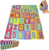 Puzzelmat met getallen en alle letters