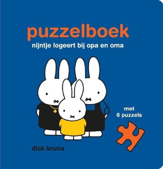 Boek cover nijntje logeert bij opa en oma van Dick Bruna (Onbekend)