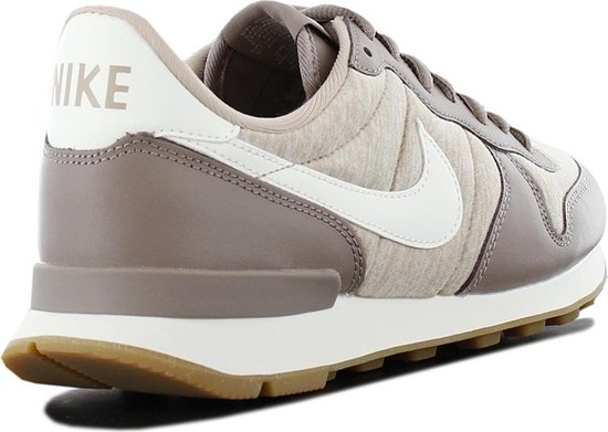 bol.com | Nike Sneakers Internationalist Dames Lichtbruin ...