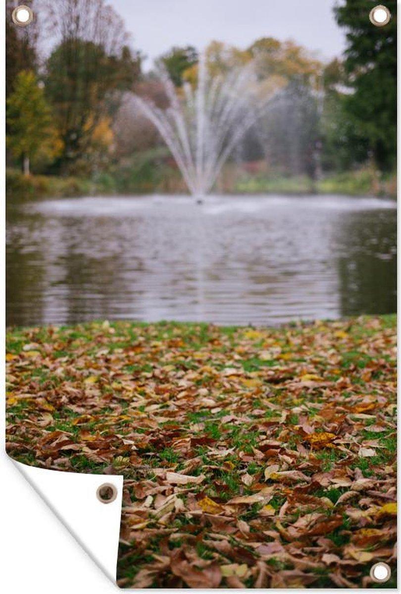 Tuinposter - Fontein in het Vondelpark in Amsterdam in de herfst - 80x120 cm