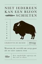 Boek cover Niet iedereen kan een bizon schieten van Charlotte de Backer (Paperback)