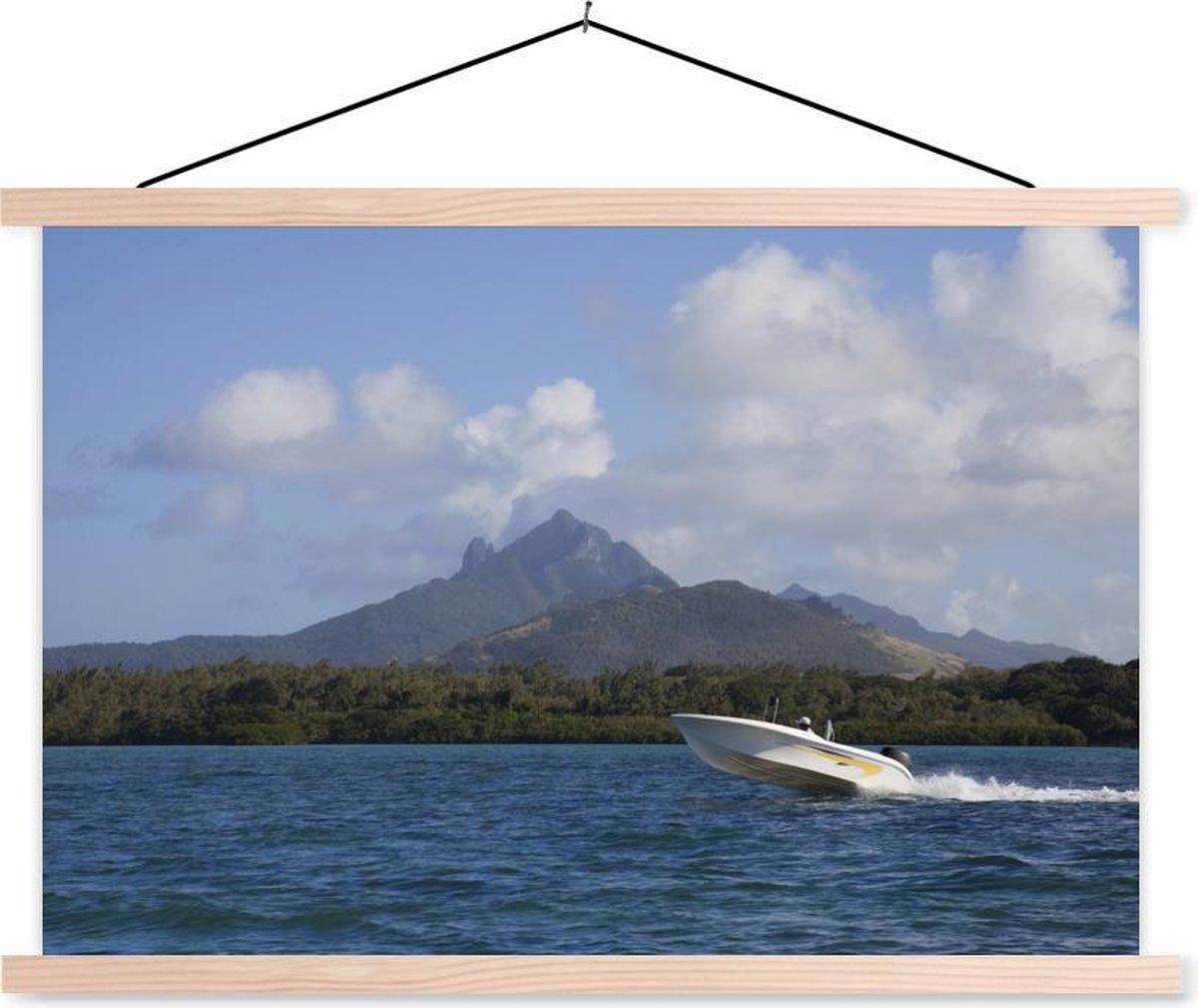 Steigerende speedboot op het water schoolplaat platte latten blank 150x100 cm - Foto print op textielposter (wanddecoratie woonkamer/slaapkamer)