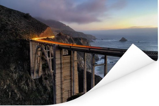 Bixby Creek Bridge bij schemering bij de Big Sur Amerika Poster 60x40 cm - Foto print op Poster (wanddecoratie woonkamer / slaapkamer)