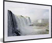 Poster met lijst Nationaal park Iguazú - Wilde watervallen in het Nationaal park Iguazú in Argentinië fotolijst zwart met witte passe-partout - fotolijst zwart - 60x40 cm - Poster met lijst
