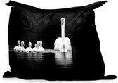 PillowMonkey zitzak - Witte zwaan en haar kuikens - zwart wit - 140x100 cm - Binnen en Buiten
