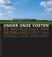 Boek cover Onder onze voeten van Evert van Ginkel