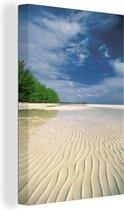 Uitzonderlijk wit en tropisch strand in het Nationaal park Lucayan Canvas 80x120 cm - Foto print op Canvas schilderij (Wanddecoratie woonkamer / slaapkamer)