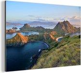 Nationaal park Komodo met de komodovaraan Aluminium 180x120 cm - Foto print op Aluminium (metaal wanddecoratie) XXL / Groot formaat!