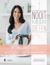 Boek cover Nooit meer diëten, de Thermomix-editie van Sandra Bekkari (Hardcover)
