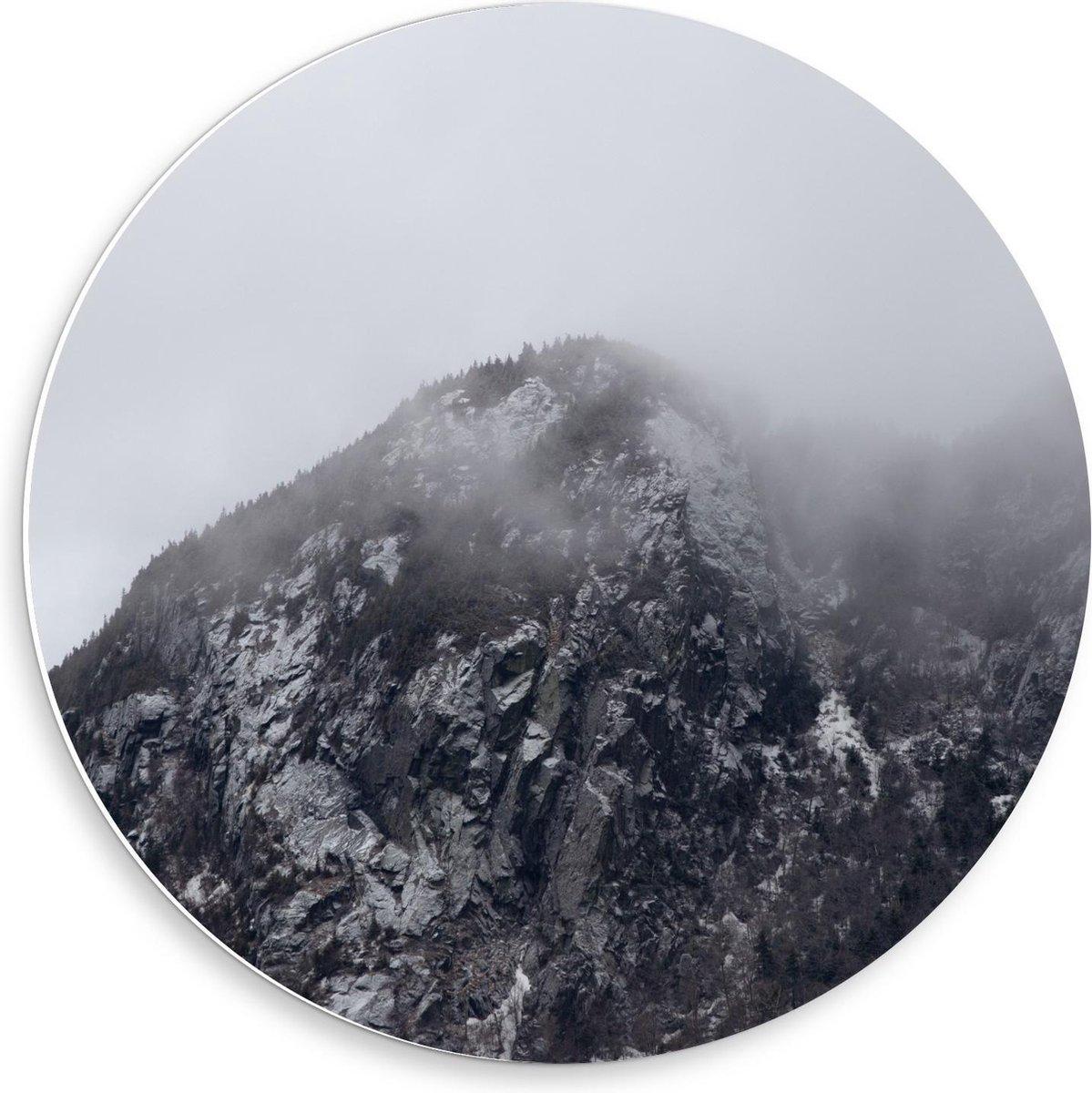Forex Wandcirkel - Berg met Mist (zwart/wit) - 50x50cm Foto op Wandcirkel (met ophangsysteem)