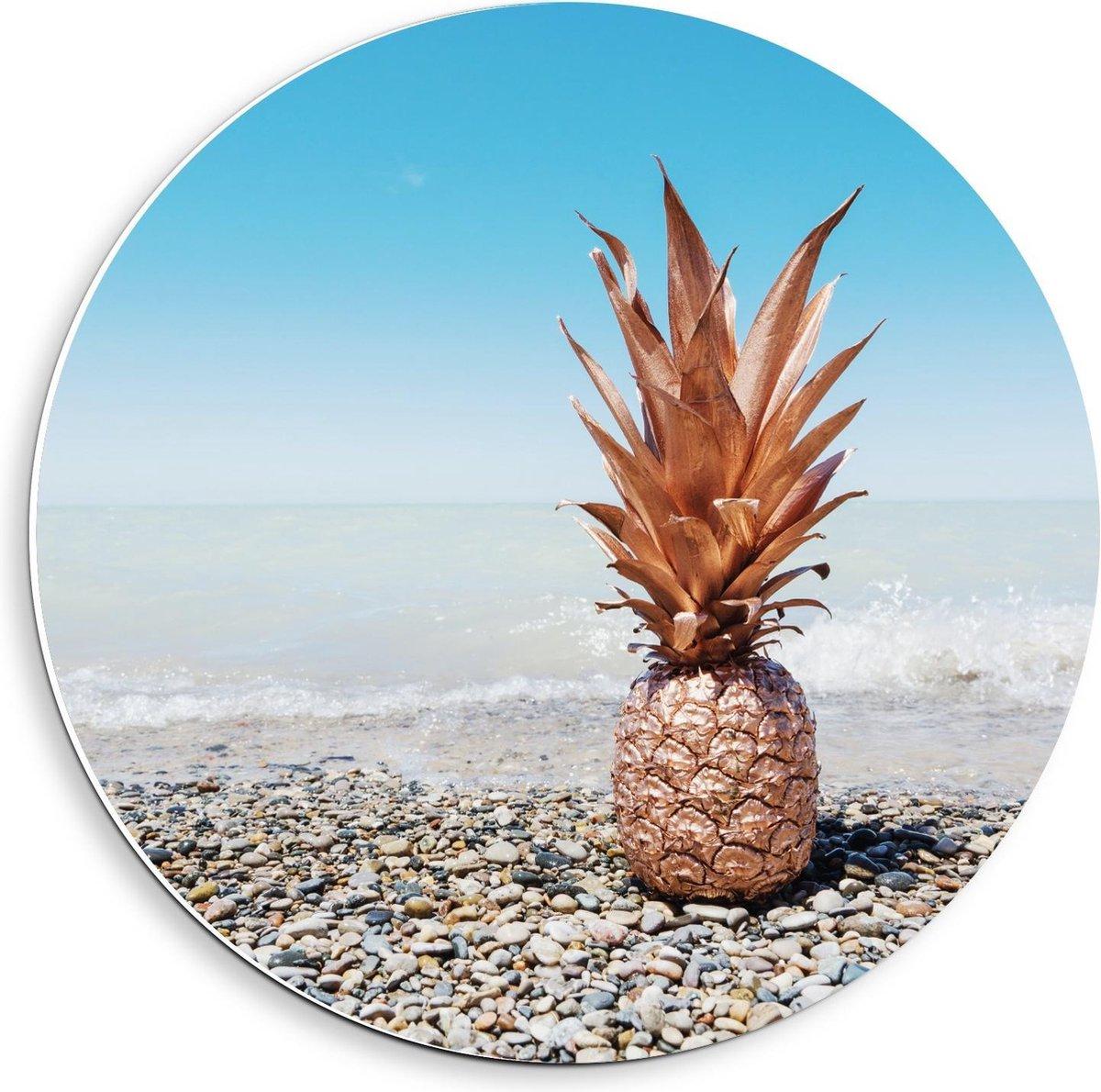 Forex Wandcirkel - Gouden Ananas bij Zee - 40x40cm Foto op Wandcirkel (met ophangsysteem)
